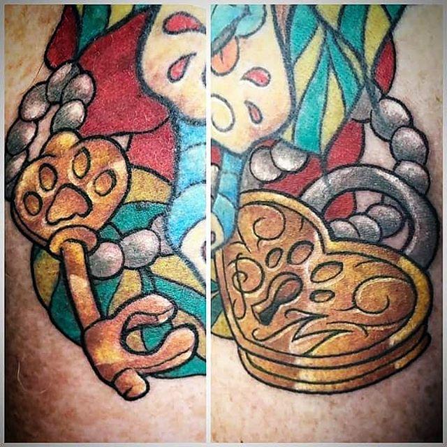 Tatuaggio appena eseguito da Fede. Piccole aggiunte ad un calavera già tatuata in precedenza! -