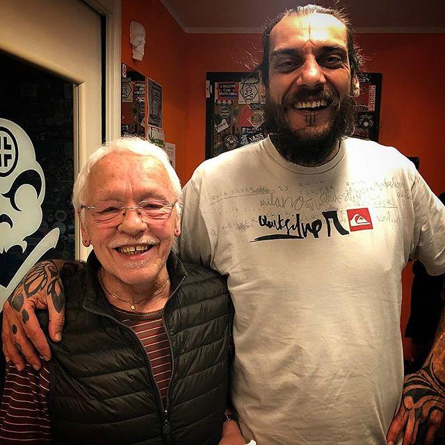Un applauso a Giuseppe che a 76 anni ha deciso di fare i suoi primi fori ai lobi! -