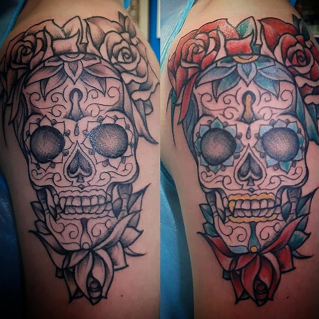 Buon Natale a tutti! Tatuaggio appena eseguito da Fede! Vi aspettiamo di nuovo dal 28 dicembre! What do you prefer?  B/N or colors? - fedevirgoz virgozstudio